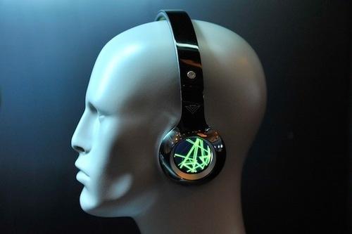 Hörlurar med inbyggd LCD-skärm