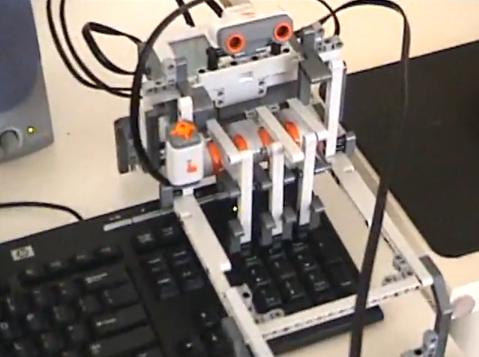 Legorobot spelar Tetris